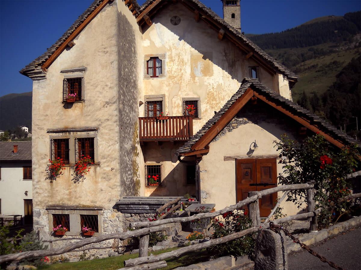 Rifacimento tetti in piode - ristrutturazione borgo di Arnosto - 1