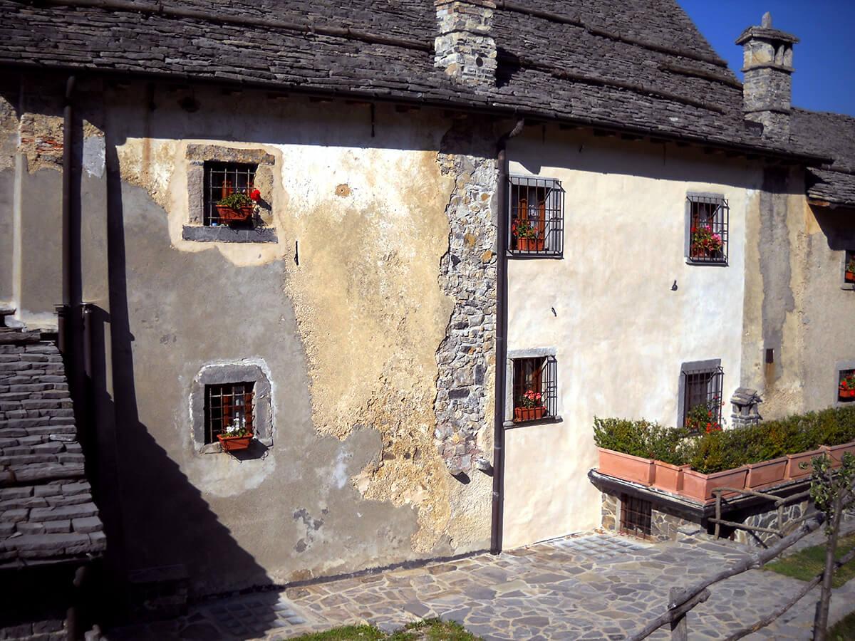 Rifacimento tetti in piode - ristrutturazione borgo di Arnosto - 4