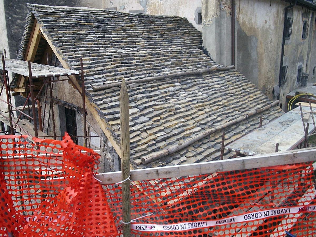 Rifacimento copertura di un tetto con le piode a Fuipiano - Bergamo